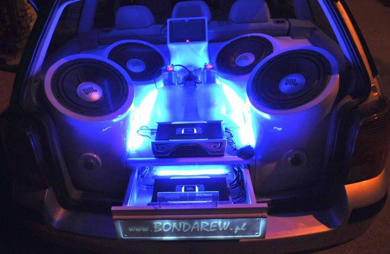 Ogromny Zabudowa CAR AUDIO w B5 - Car audio - Passat Forum IF82